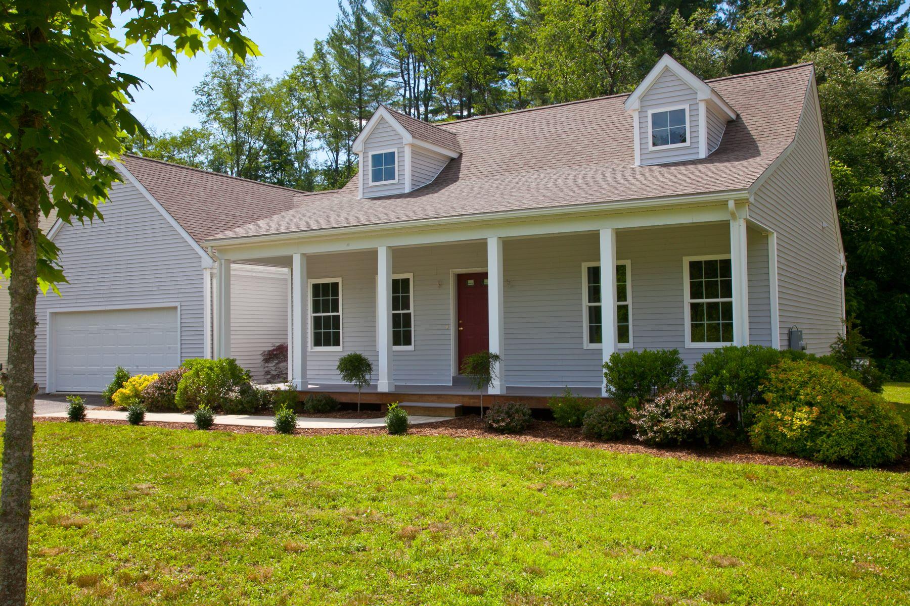 Nhà chung cư vì Bán tại Blackberry River Commons Condo The Barberry 5 Housatonic Lane The Barberry Canaan, Connecticut, 06018 Hoa Kỳ