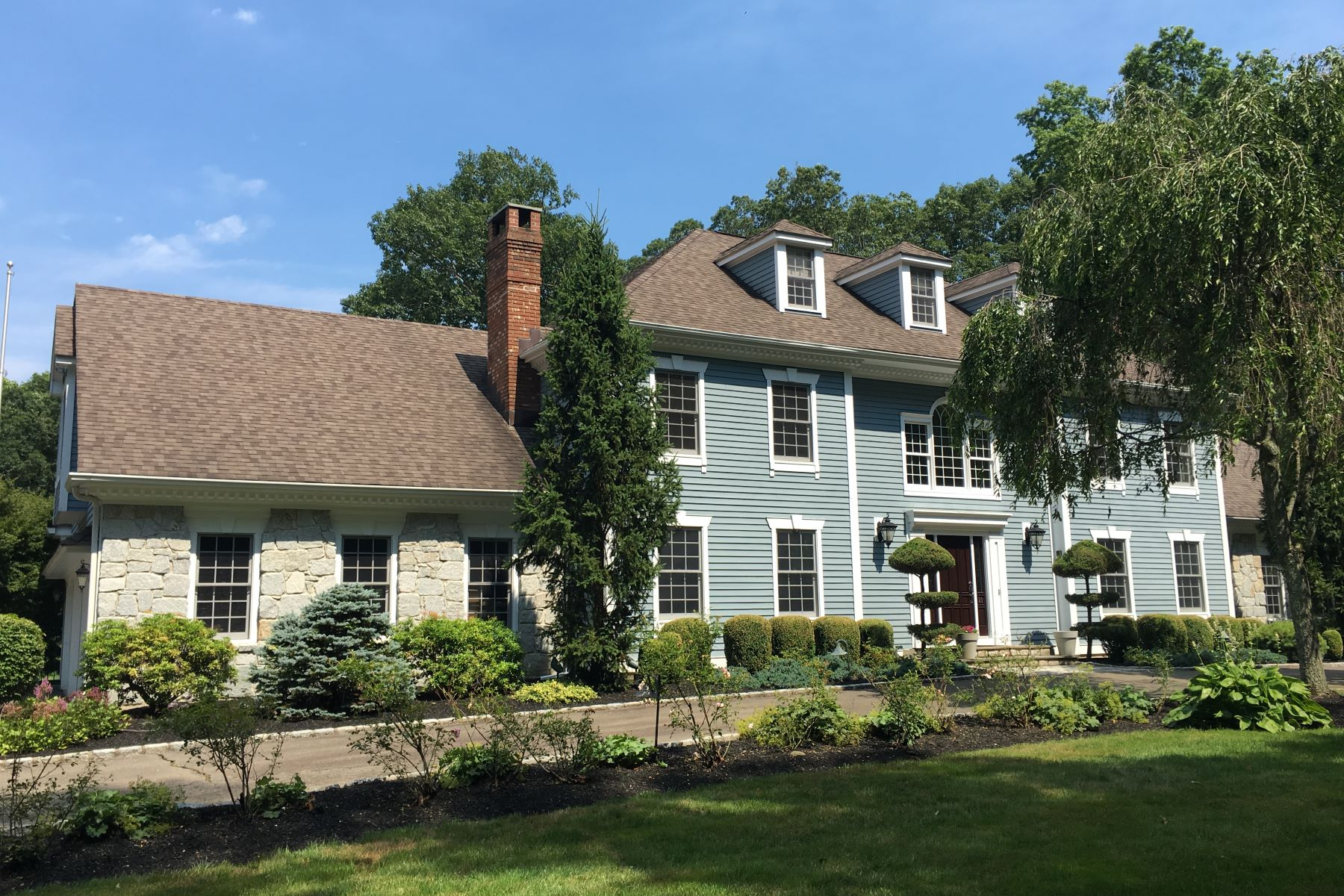 Vivienda unifamiliar por un Venta en Stately Double Wing Colonial 20 Crossbow Lane Easton, Connecticut 06612 Estados Unidos