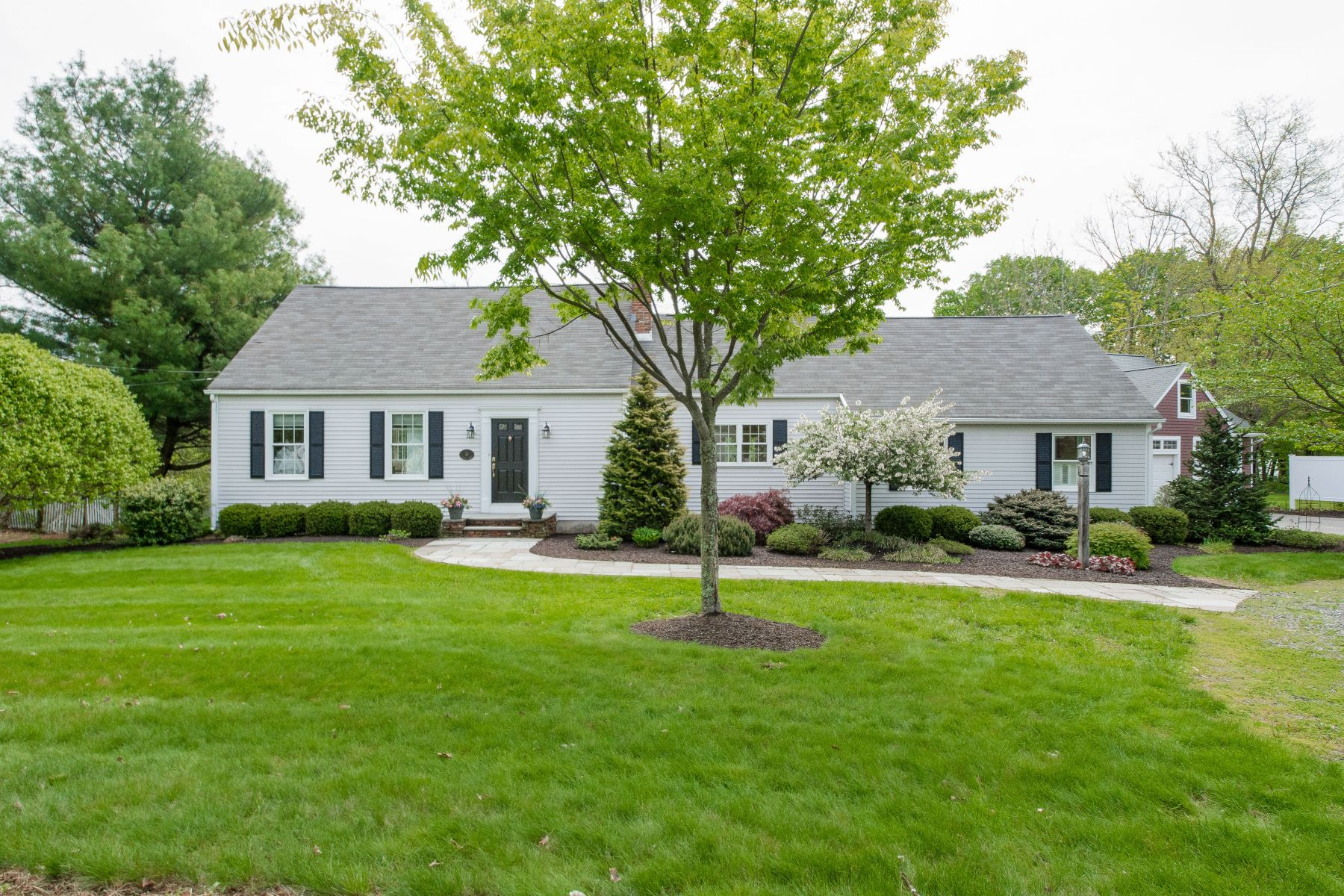 Single Family Homes للـ Sale في 10 Chapel Road 10 Chapel Rd, Farmington, Connecticut 06032 United States
