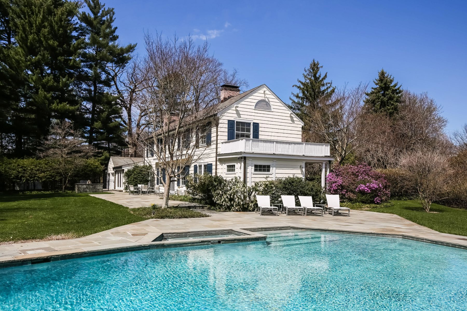 Single Family Home for Active at Unique Property in Murray Hill 2 Richbell Road Scarsdale, New York 10583 United States