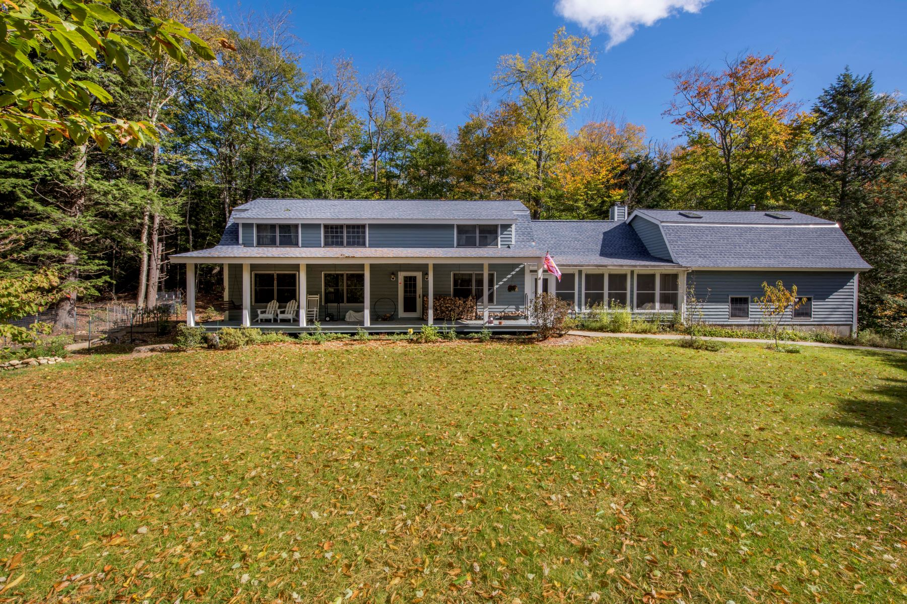 Single Family Homes 为 销售 在 Beautiful Colonial on Over 10 Acres in Becket 251 Captain Whitney Rd, 贝克特, 马萨诸塞州 01223 美国