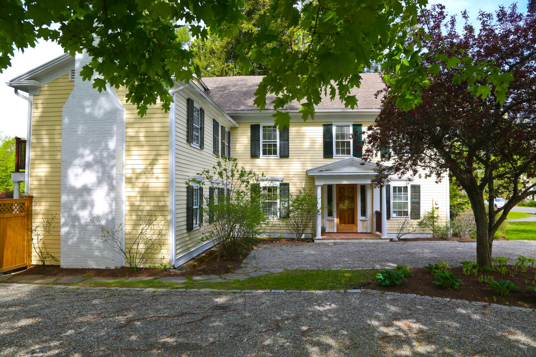 Casa Unifamiliar por un Venta en Iconic Stockbridge Estate Featured in Famous Norman Rockwell Painting 12 Main St Stockbridge, Massachusetts 01262 Estados Unidos