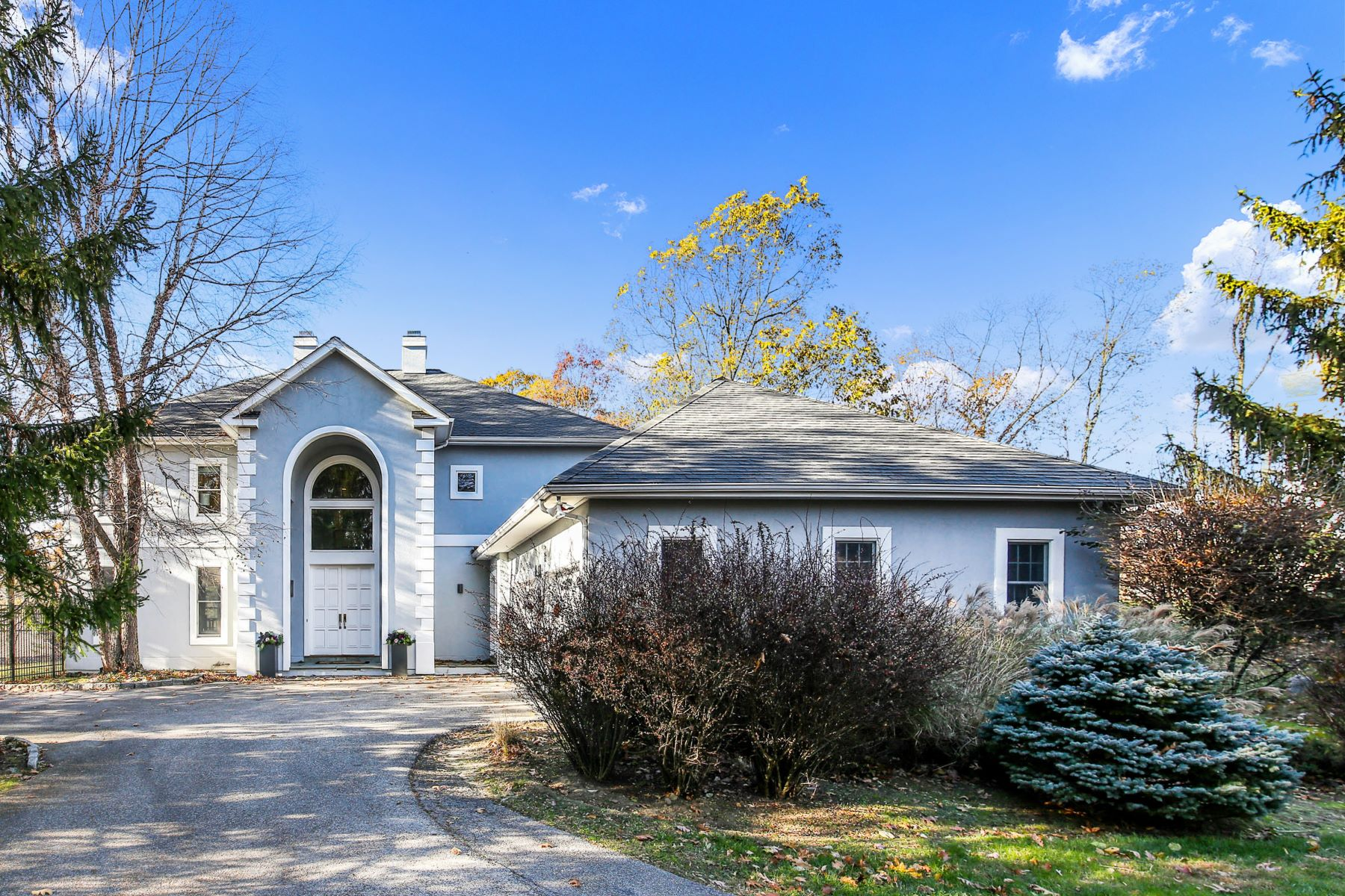Single Family Homes for Active at 24 Manor Pond Lane Irvington, New York 10533 United States