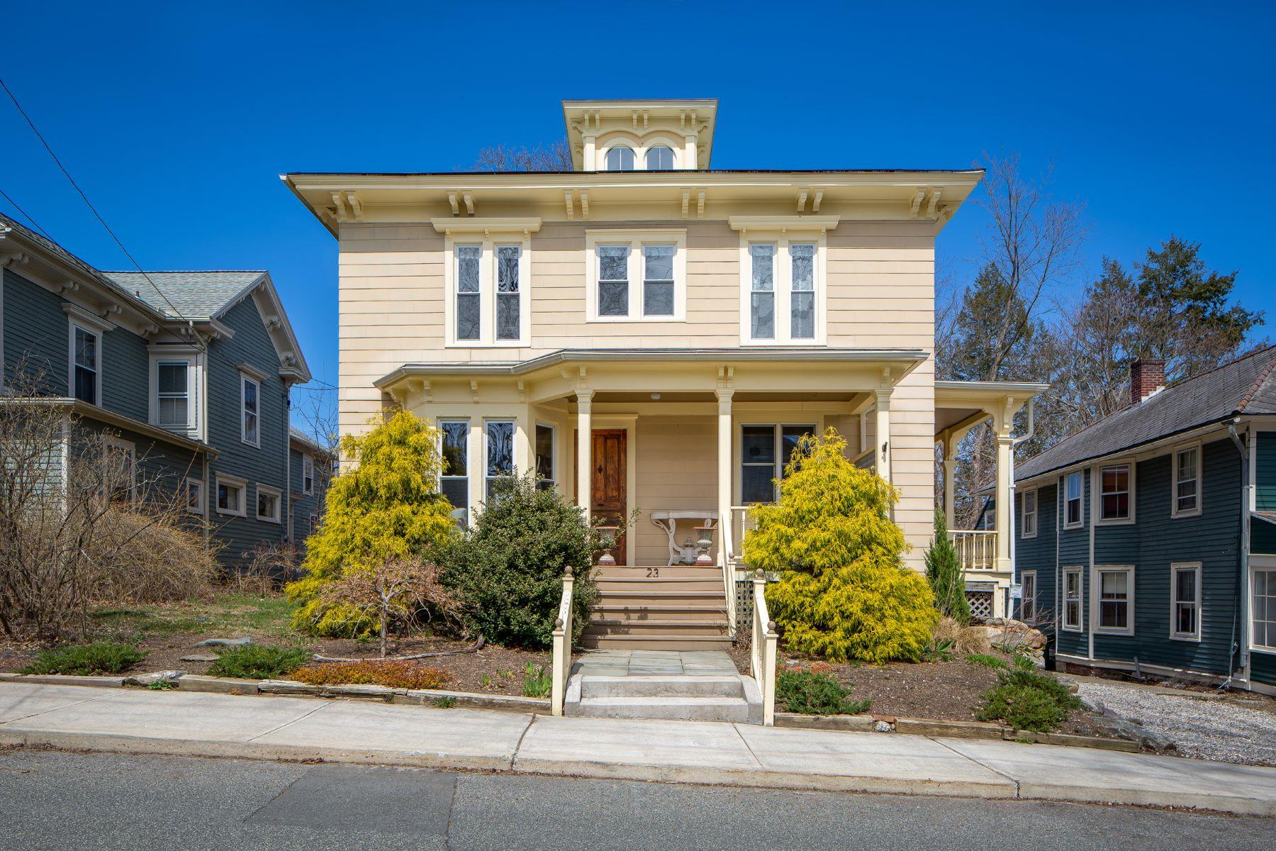 独户住宅 为 销售 在 Stylishly Renovated Victorian Steps from Main Street 23 Pleasant St 大巴灵顿, 马萨诸塞州 01230 美国