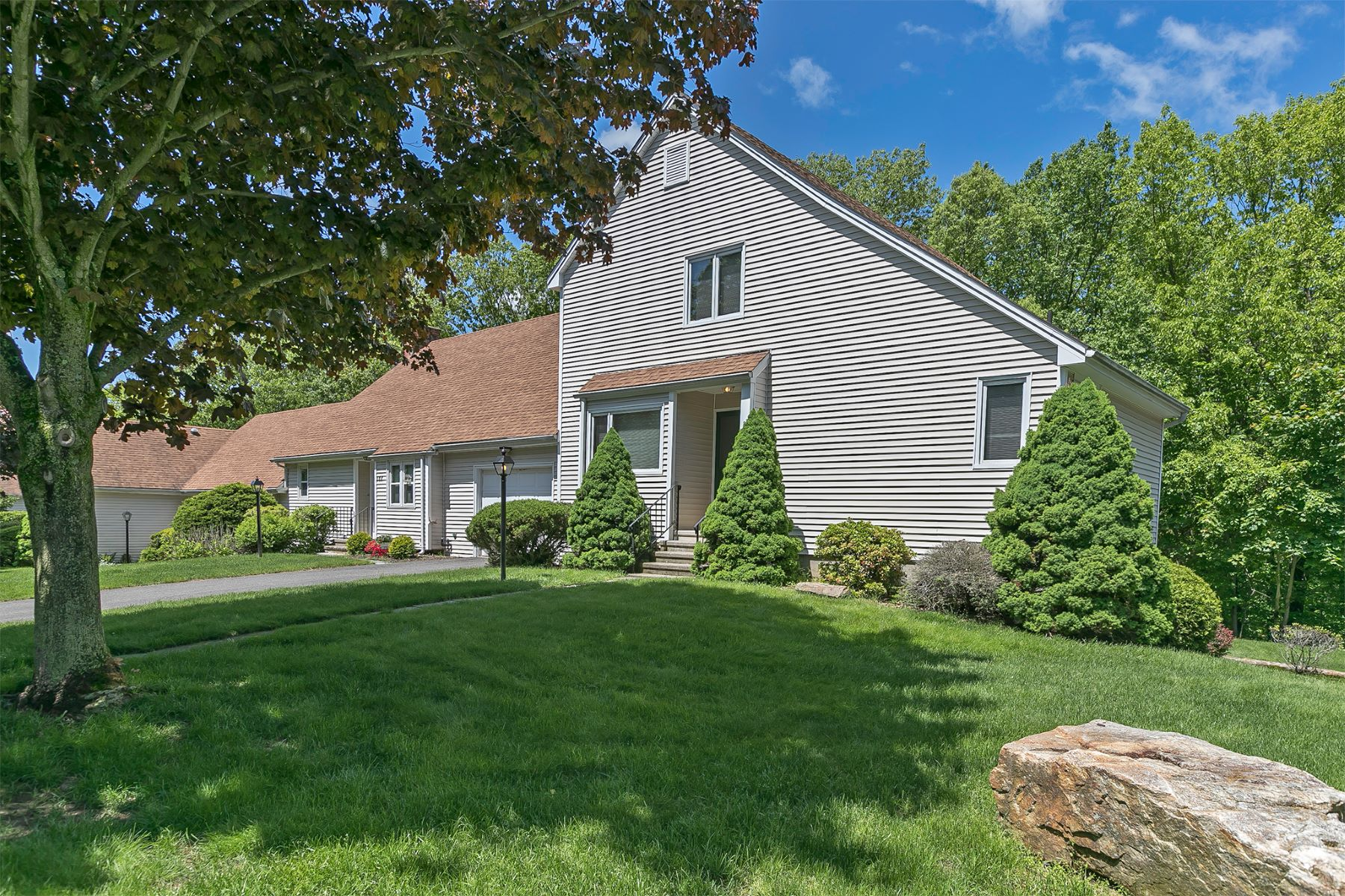 Condominium for Sale at 176 Pheasant Ridge 176 Pheasant Ridge 176 Shelton, Connecticut 06484 United States