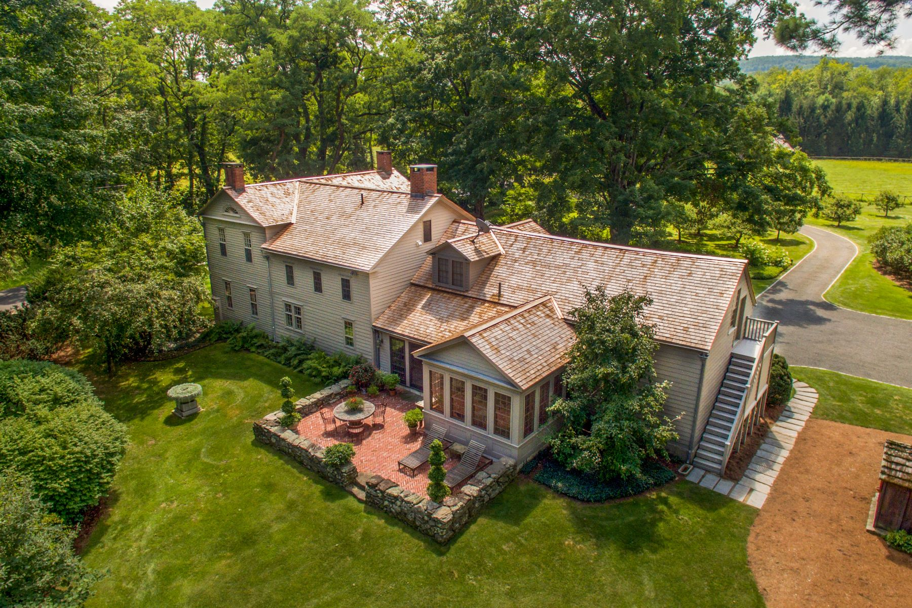Casa Unifamiliar por un Venta en Bull Hill Farm - Restored 1780's Farmhouse & Converted Barn Country Estate 514 Rannapo Rd Sheffield, Massachusetts 01257 Estados Unidos