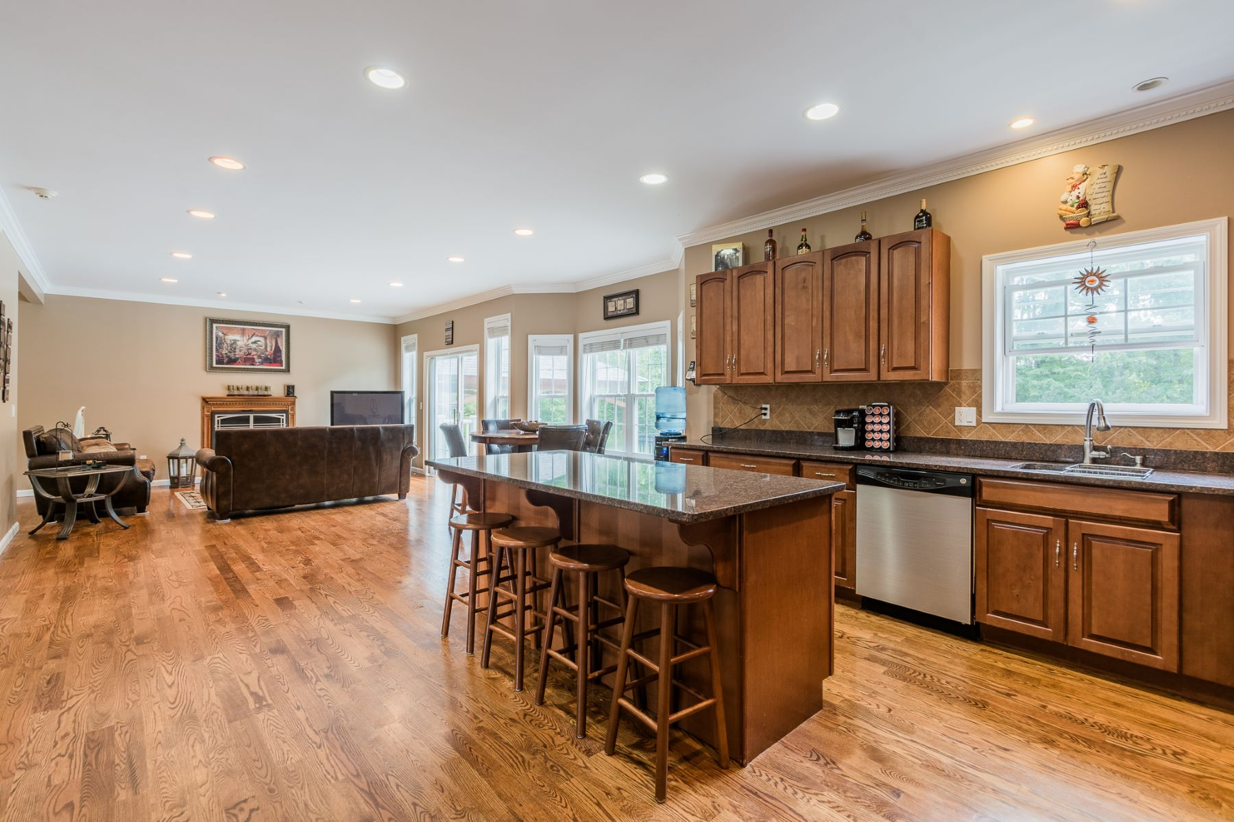 Additional photo for property listing at Private And Tranquil Custom Colonial 14 Indian Spring Road Danbury, 康涅狄格州 06811 美國