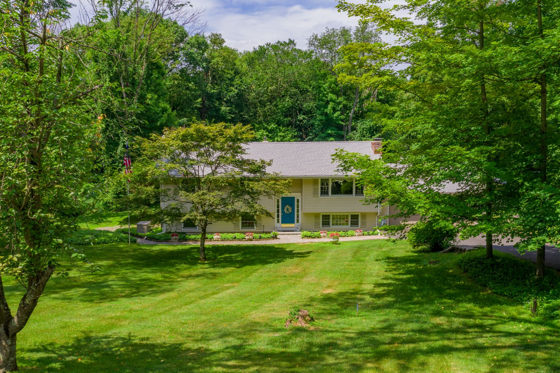 Single Family Homes for Sale at Raised Ranch With Distinguishable Qualities 30 Prospect Drive, Brookfield, Connecticut 06804 United States