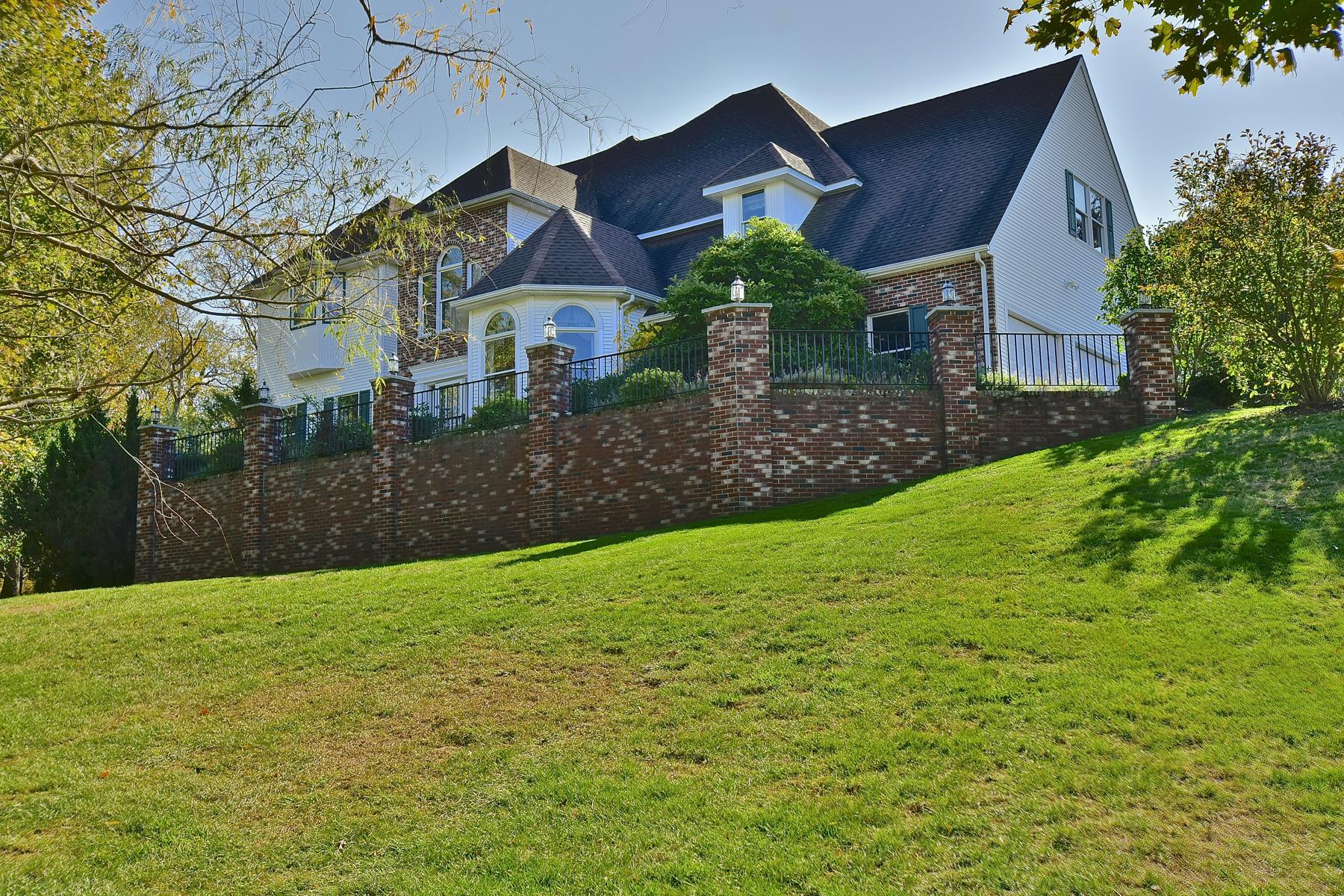 Maison unifamiliale pour l Vente à Luxuriously Appointed Colonial on Almost 2 Acres 80 Emerald Glen Rd Salem, Connecticut, 06420 États-Unis