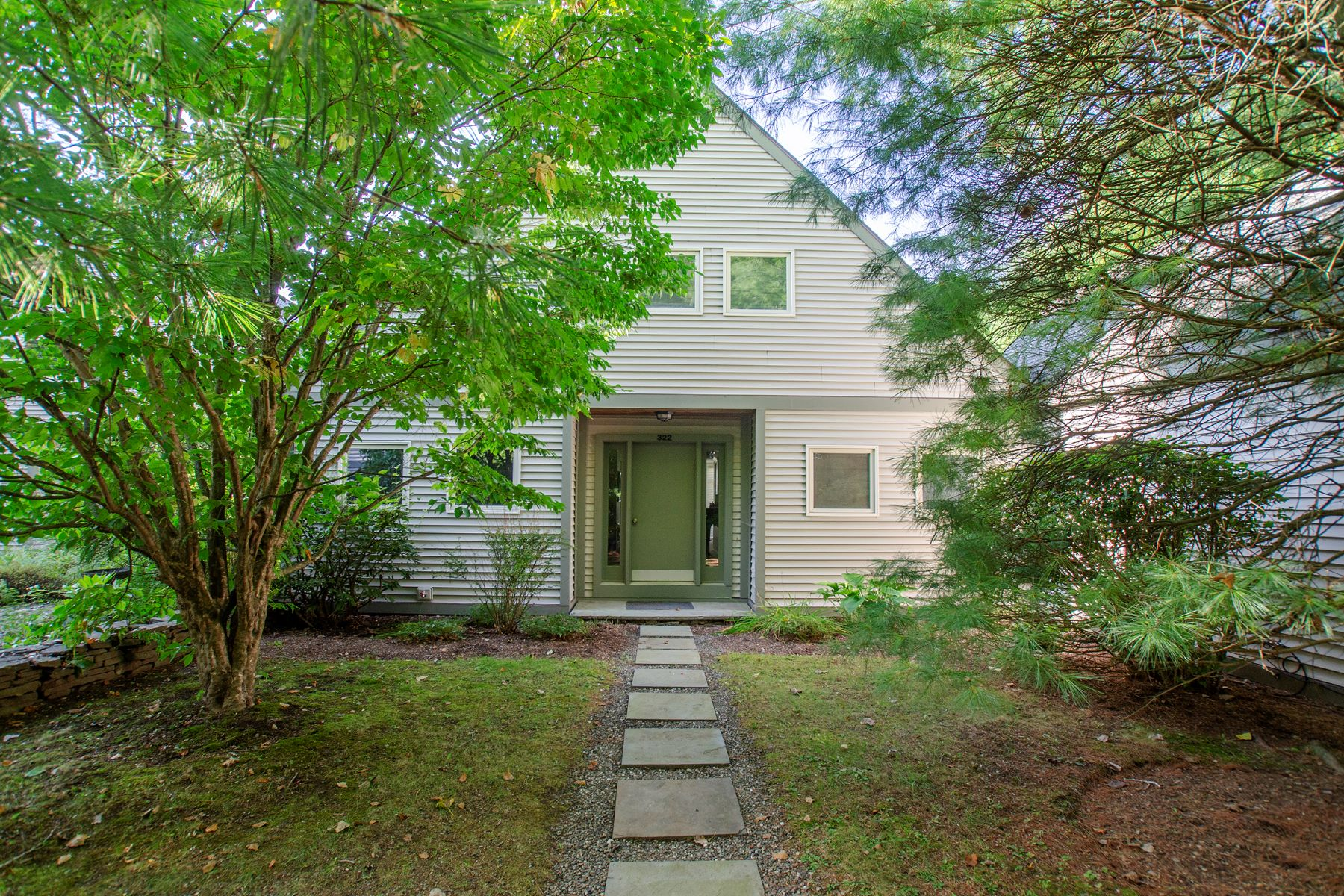 Single Family Homes 為 出售 在 Lakefront Living at Its Finest 322 Arcadia, Ancram, 纽约 12502 美國