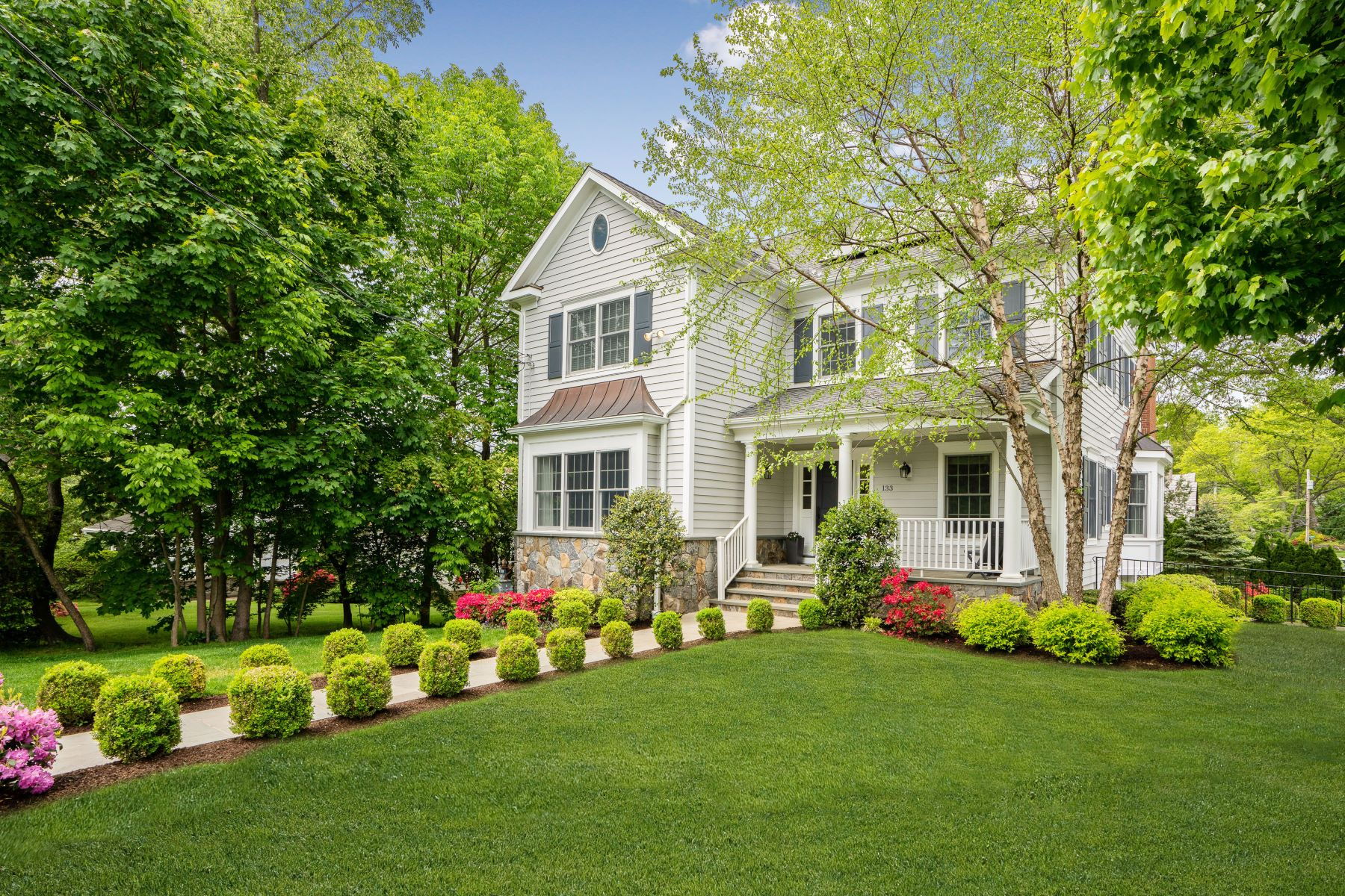 Single Family Homes for Sale at 133 East Garden Road 133 East Garden Rd Larchmont, New York 10538 United States