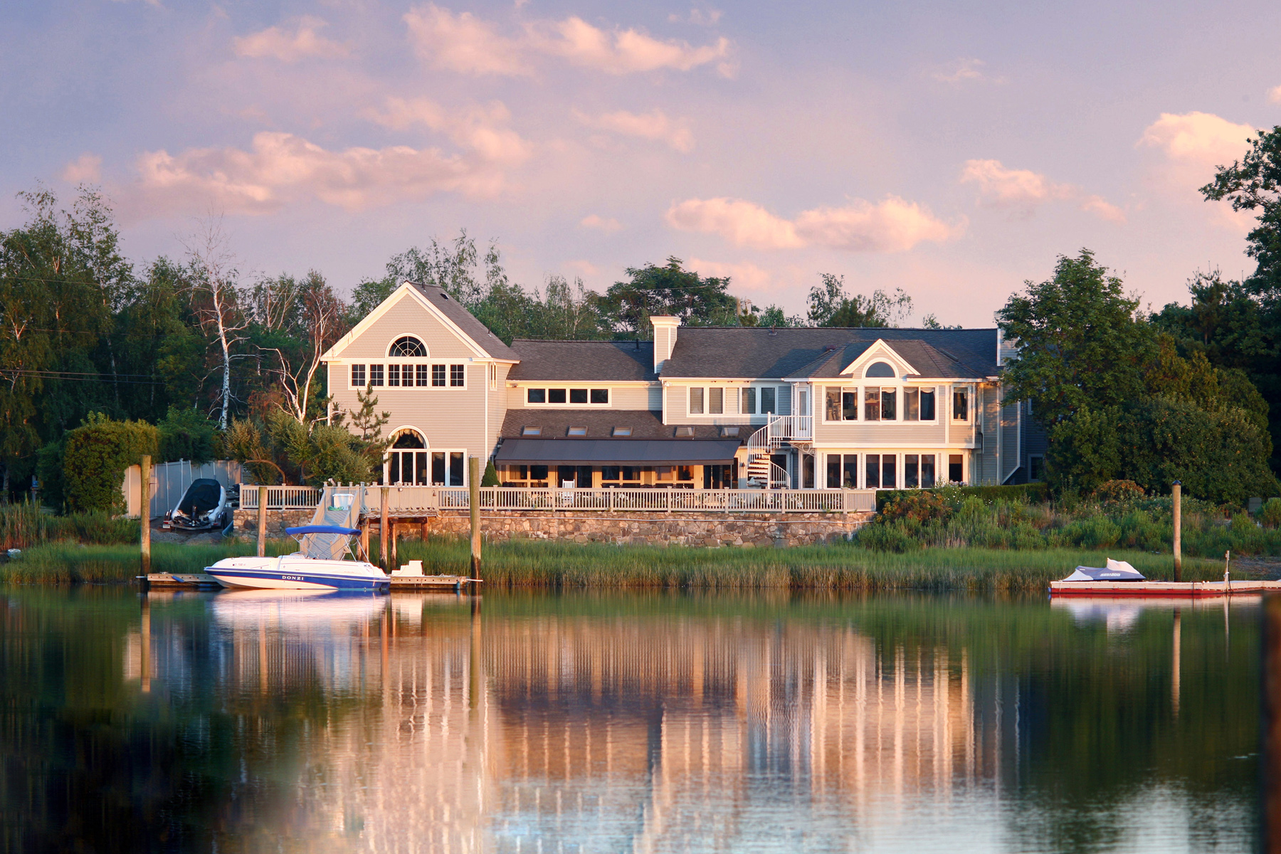 Single Family Homes للـ Sale في Direct Waterfront Home at Saugatuck Shore 2 Surf Road, Westport, Connecticut 06880 United States