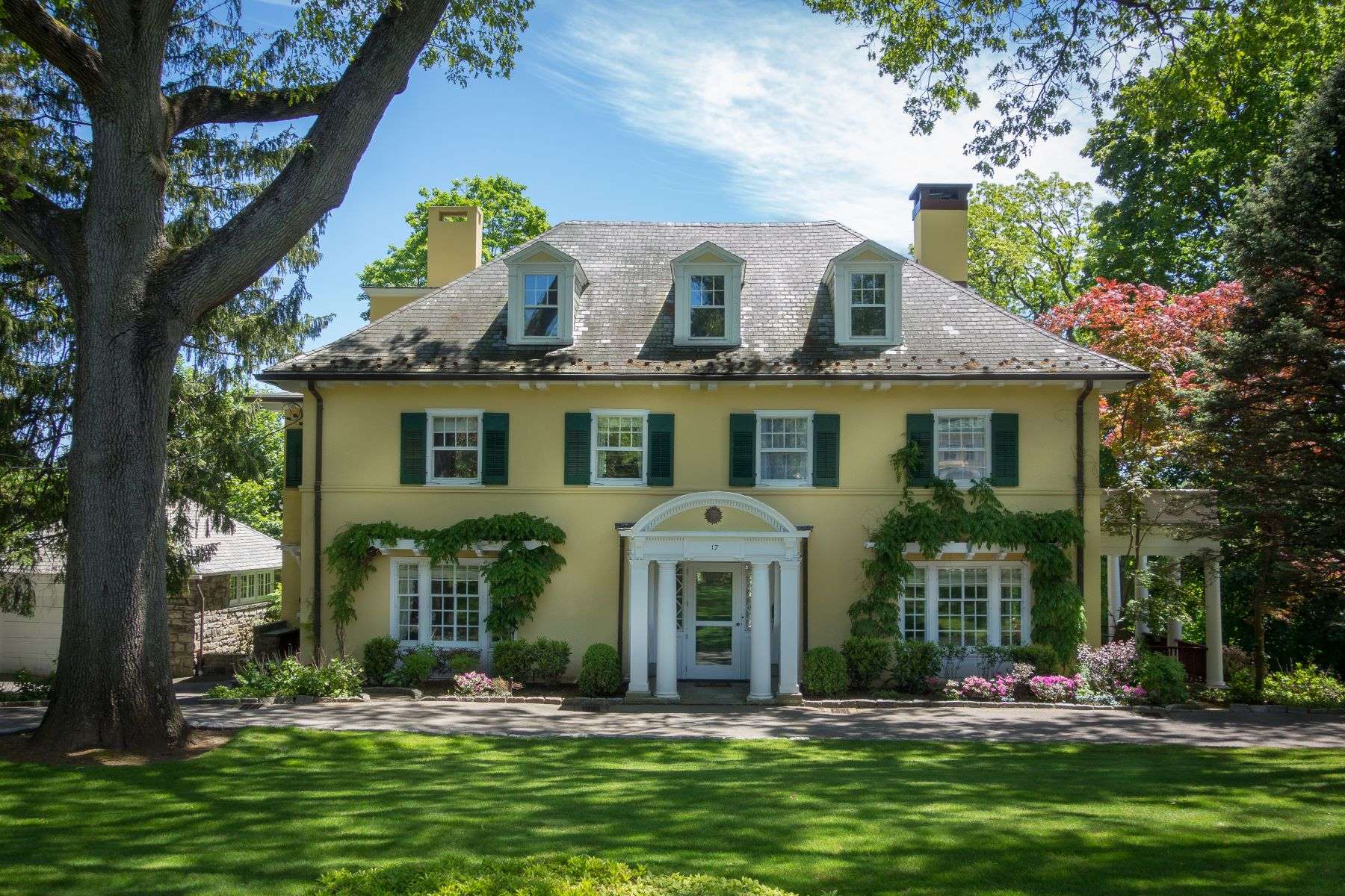 Single Family Homes для того Продажа на Welcome To 17 Ridge Road 17 Ridge Road Bronxville, Нью-Йорк 10708 Соединенные Штаты