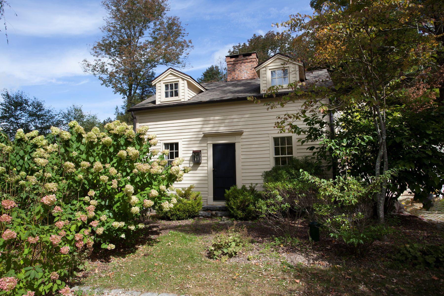 Casa Unifamiliar por un Venta en Storybook House 265 Huntsville Rd Canaan, Connecticut, 06031 Estados Unidos