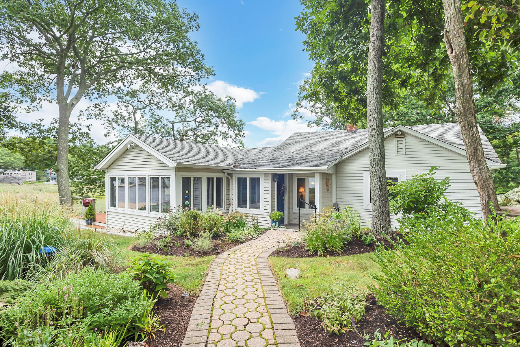 Single Family Home for Sale at 595 Mulberry Point Road 595 Mulberry Point Road Guilford, Connecticut 06437 United States