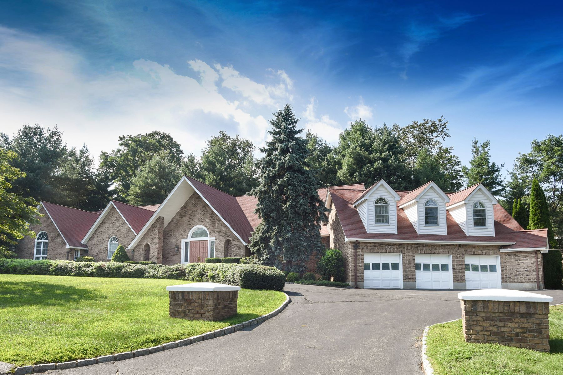 Single Family Home for Sale at 35 Amante Drive 35 Amante Drive Easton, Connecticut 06612 United States