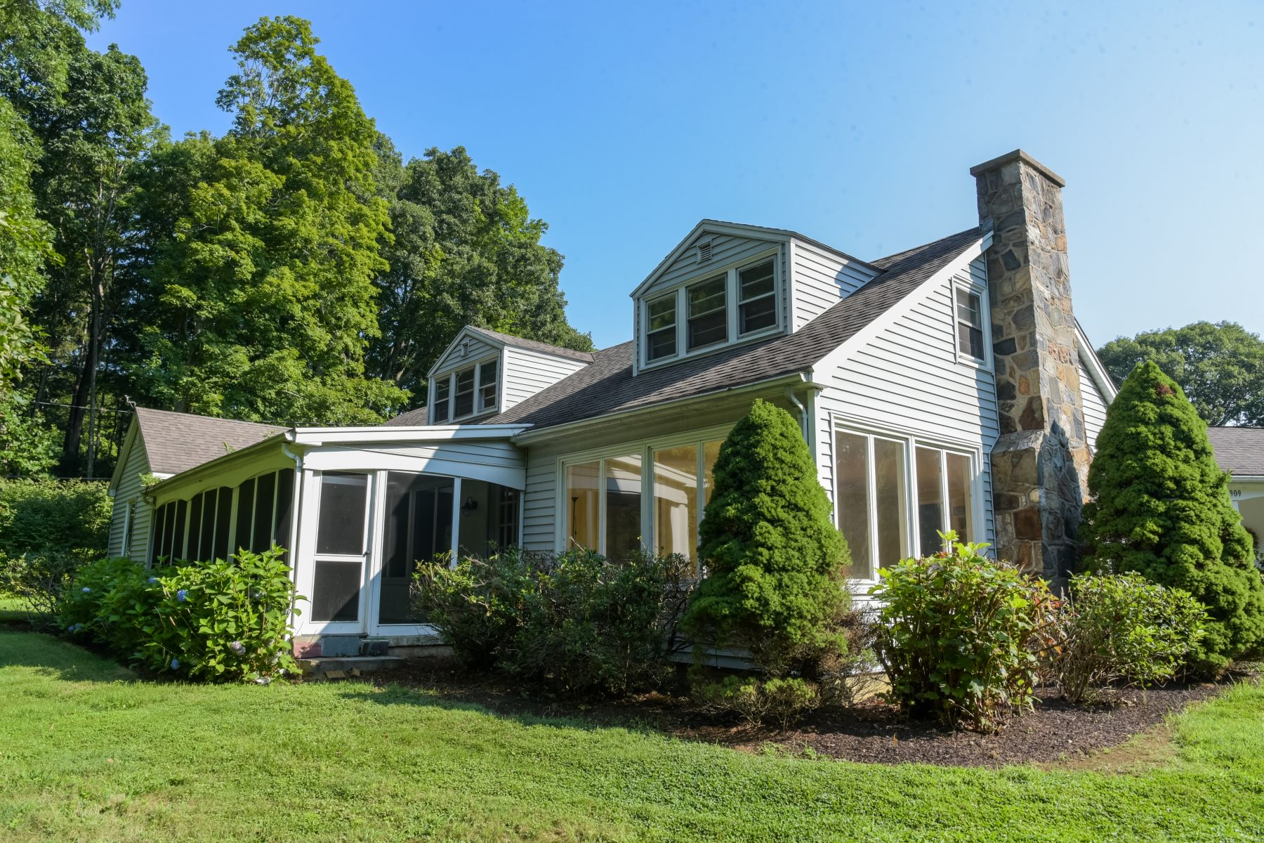 Single Family Home for Sale at 909 Goose Lane 909 Goose Lane Guilford, Connecticut 06437 United States