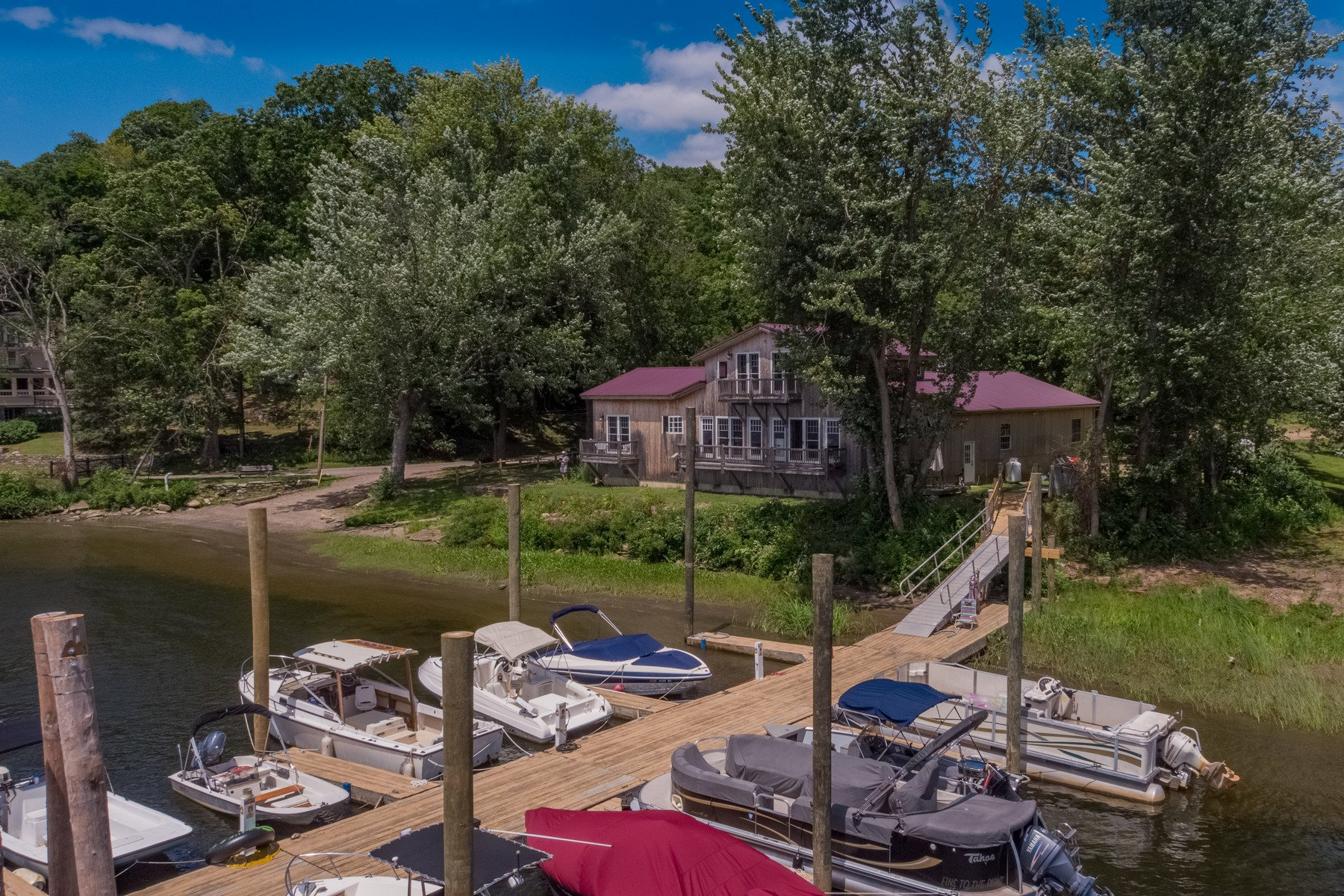 Additional photo for property listing at Amazing! Spectacular Setting! Waterfront! 326 Rock Landing Road, Haddam, Connecticut 06424 United States