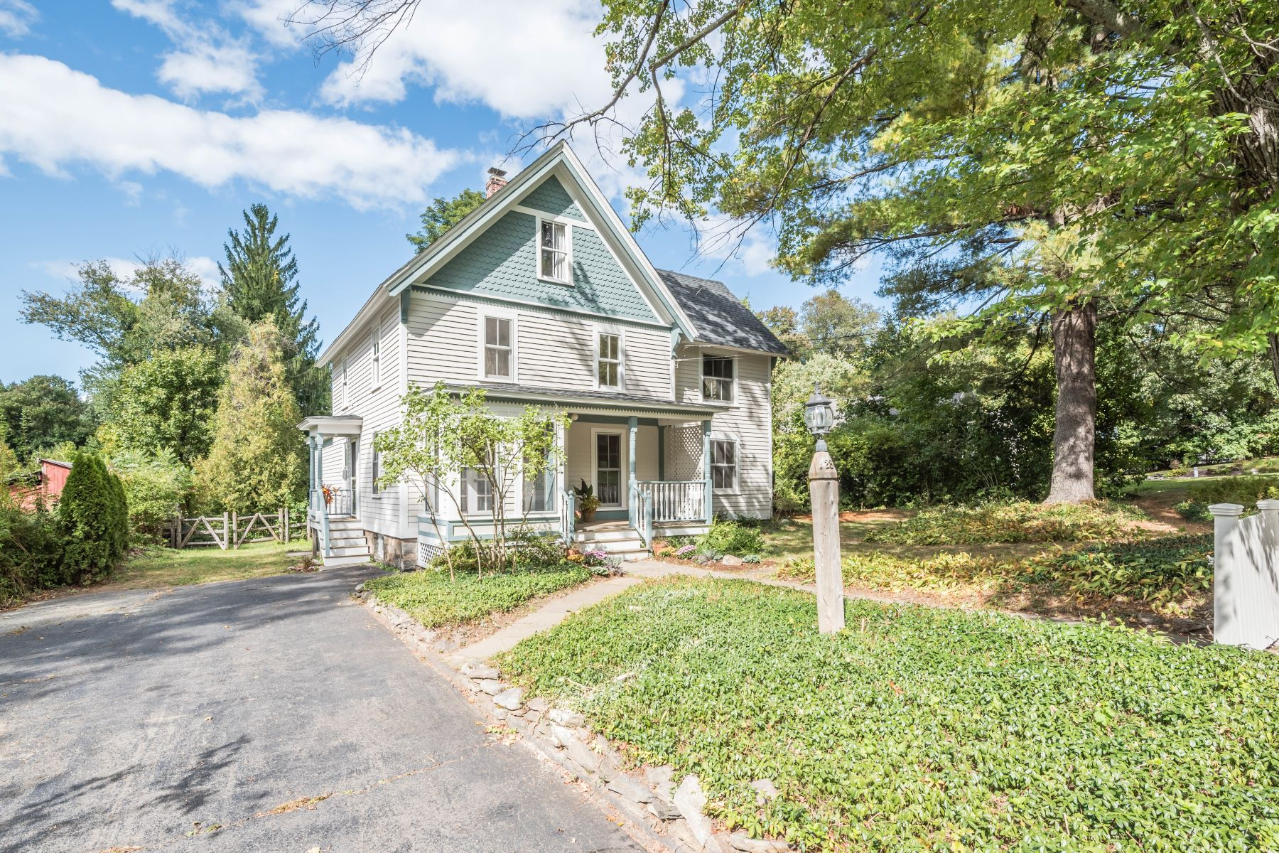 Single Family Homes for Sale at 28 Gildersleeve Avenue 28 Gildersleeve Ave Canton, Connecticut 06019 United States