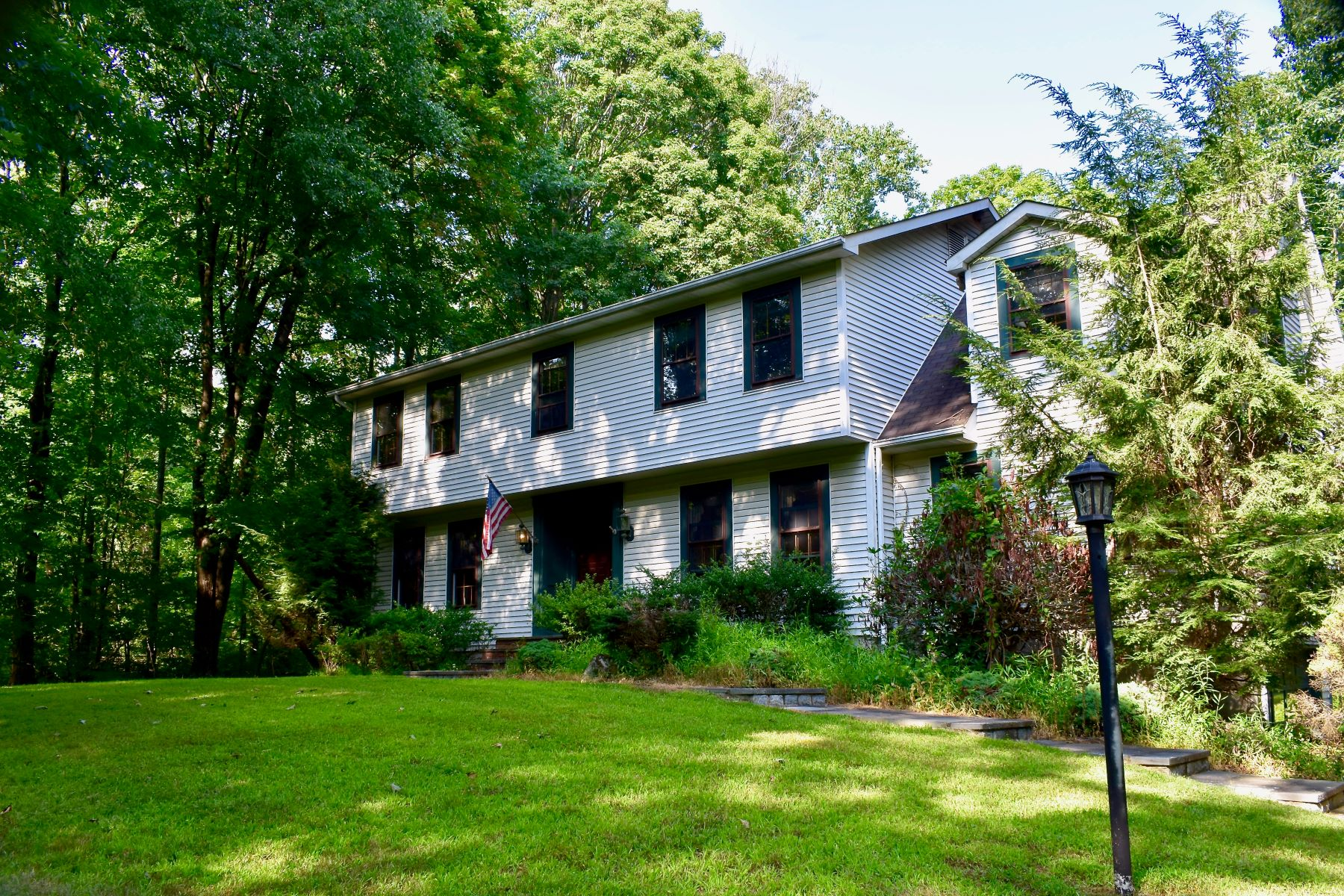Single Family Homes for Sale at Western New Fairfield 3 Carriage Lane New Fairfield, Connecticut 06812 United States