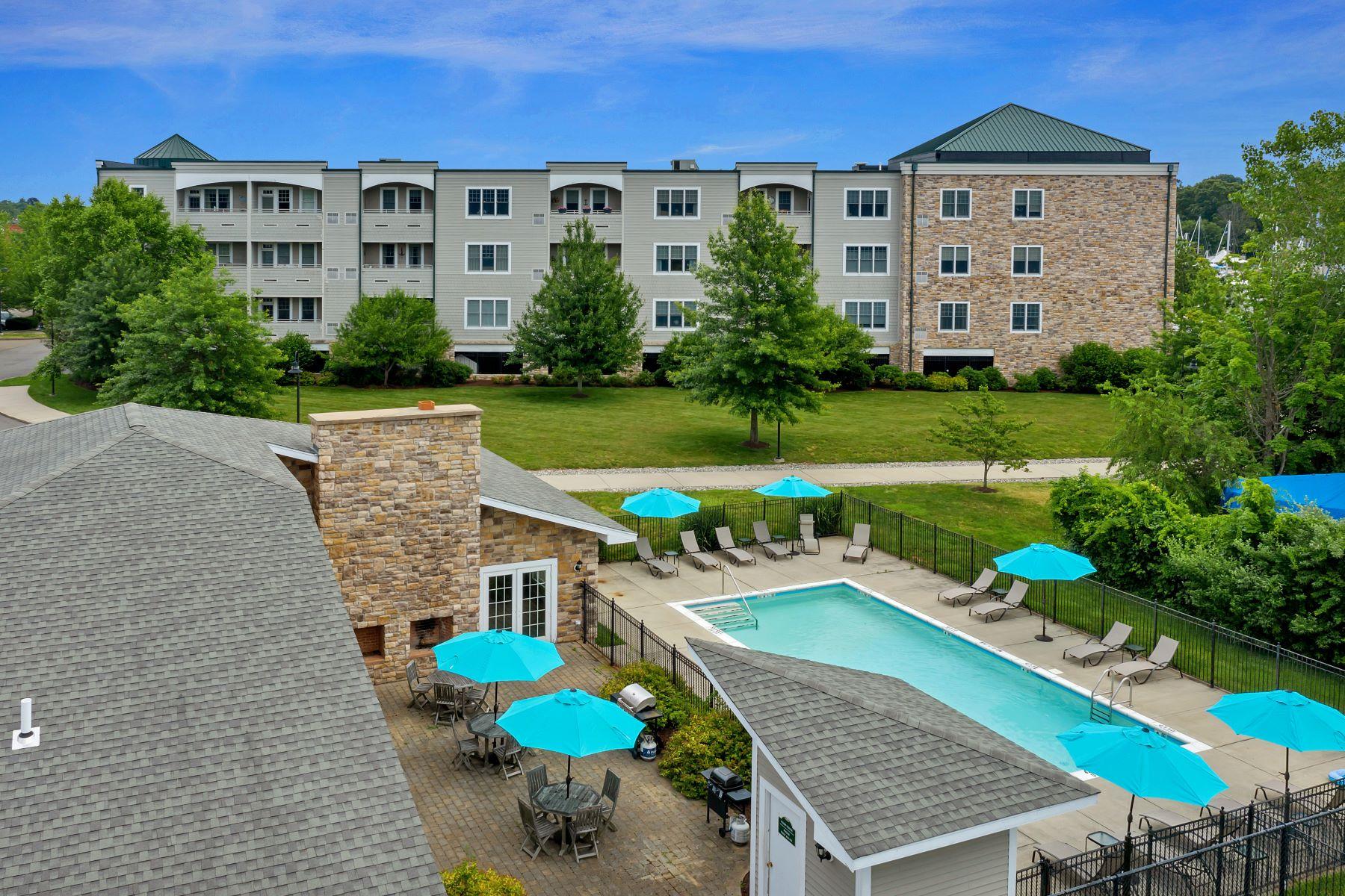 Condominiums для того Продажа на 60 Maple Street 39, Branford, Коннектикут 06405 Соединенные Штаты