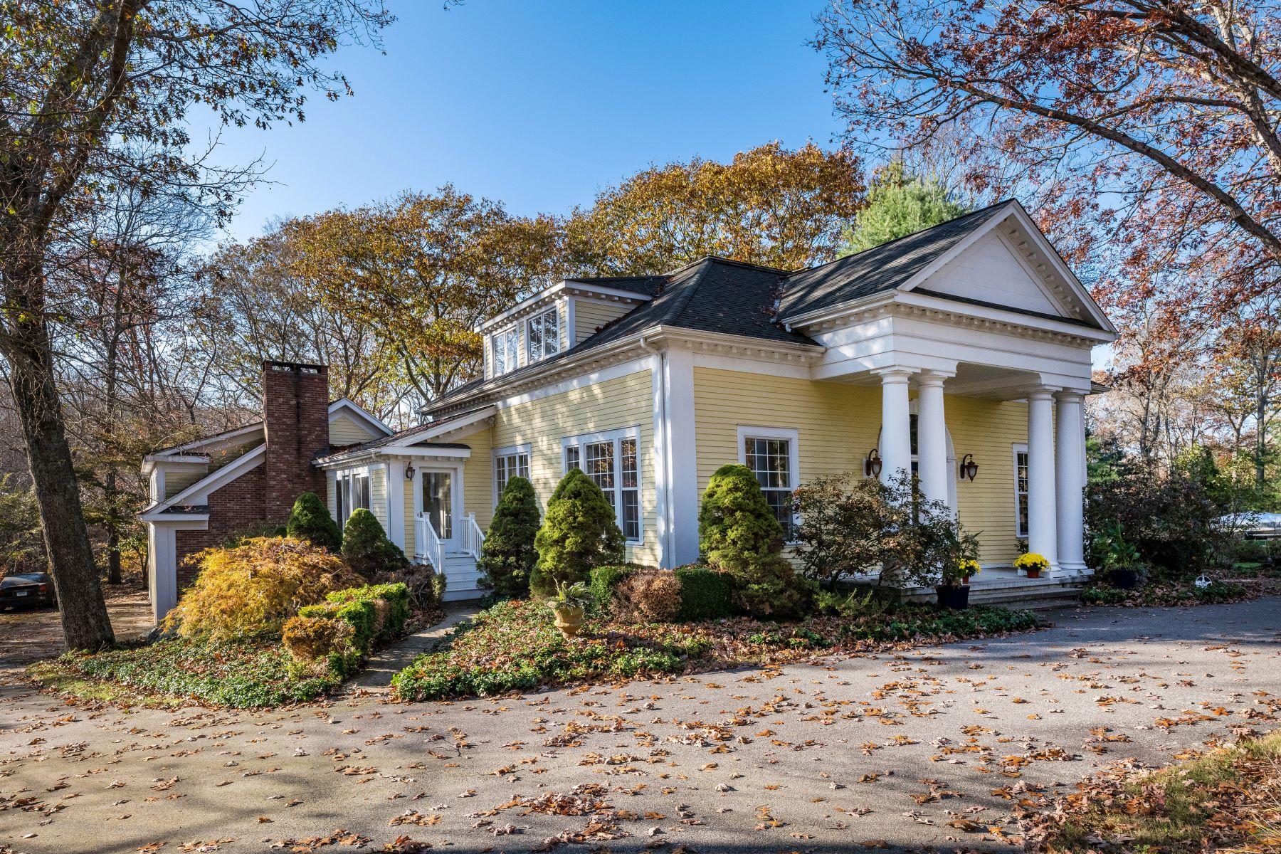 Single Family Homes for Sale at Stunning & Stately Georgian Colonial 2 Millers Way Old Lyme, Connecticut 06371 United States