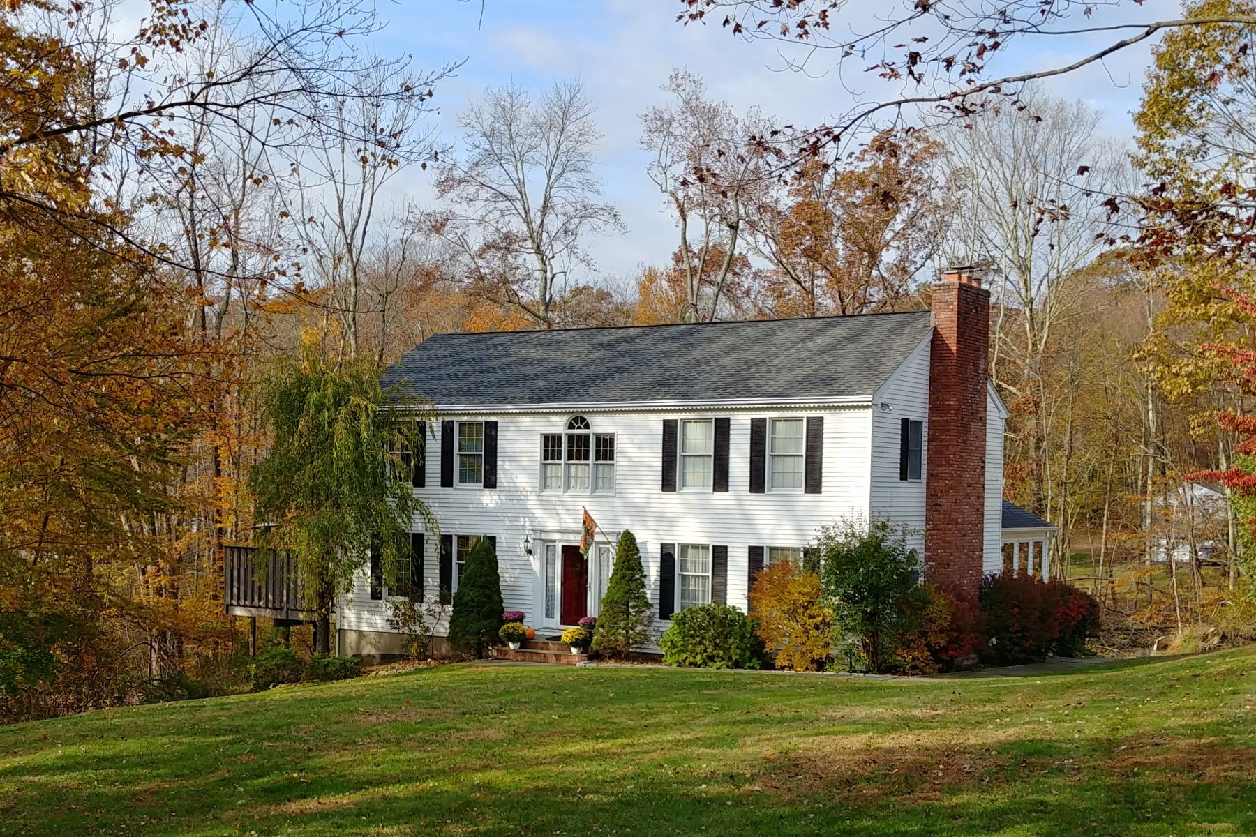 Single Family Home for Sale at Style, Condition snd Location Meet Here 33 Columbia Drive New Fairfield, Connecticut 06812 United States