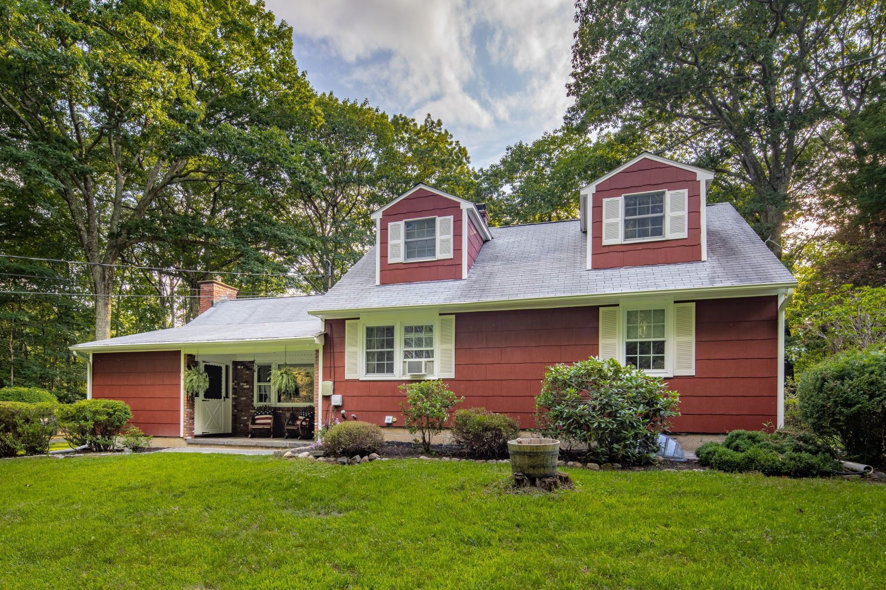 Single Family Homes للـ Sale في Rare Cape Cod Style Home 45 Shortwoods Rd, New Fairfield, Connecticut 06812 United States