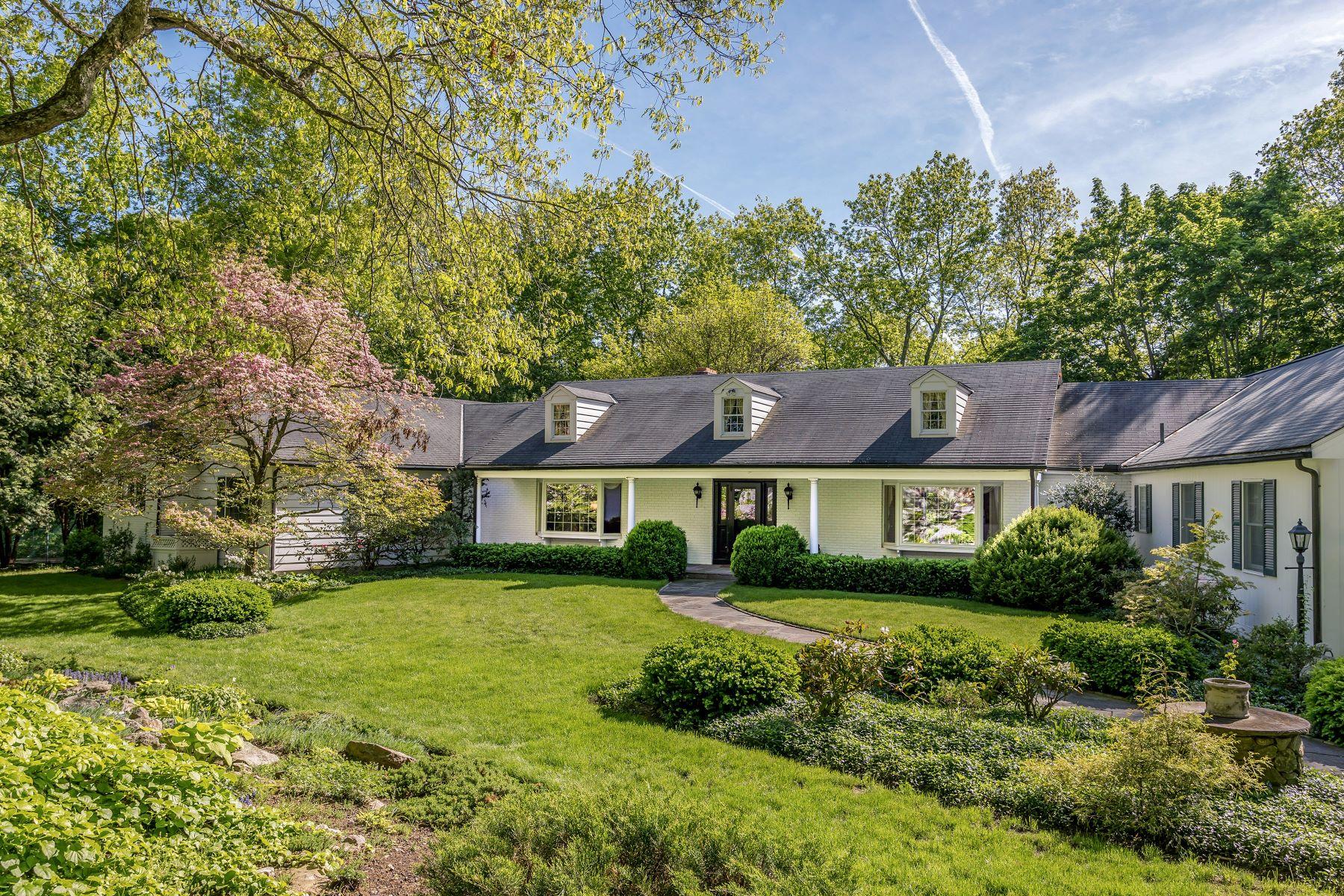 Частный односемейный дом для того Продажа на Peter Pond Estate 32 & 40 Peter Road Woodbury, Коннектикут 06798 Соединенные Штаты