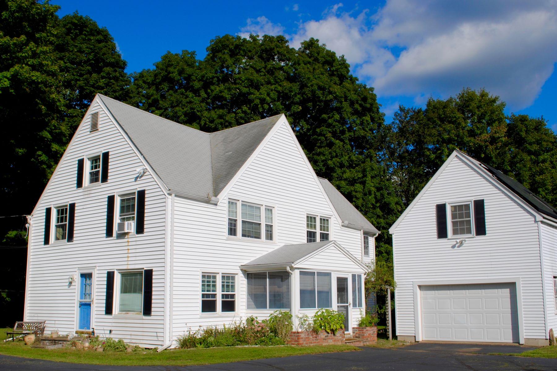 Частный односемейный дом для того Продажа на Vintage Home with Many Possibilities! 83 Westside Road Woodbury, Коннектикут 06798 Соединенные Штаты