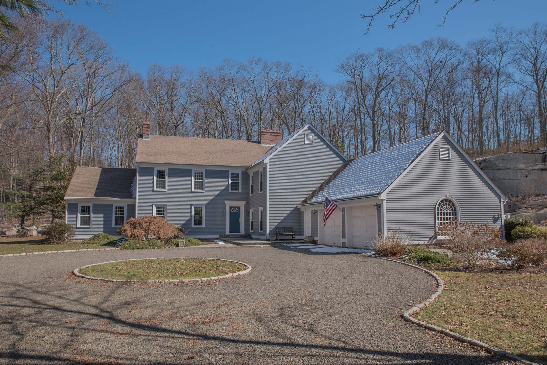 Casa Unifamiliar por un Venta en Gracious Four Bedroom Colonial 4-1 Talcott Farm Road Old Lyme, Connecticut 06371 Estados Unidos