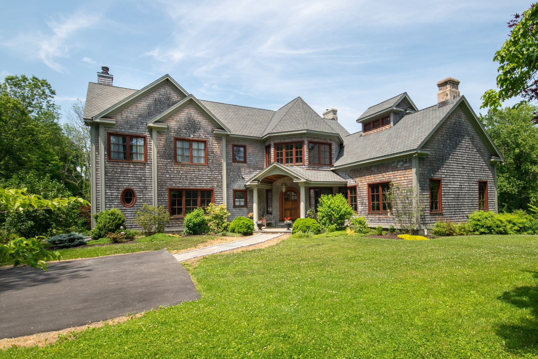 Single Family Homes للـ Sale في Stunning, one-of-a-kind Custom Crafted Colonial 15 Diamond Hill Road, Redding, Connecticut 06896 United States