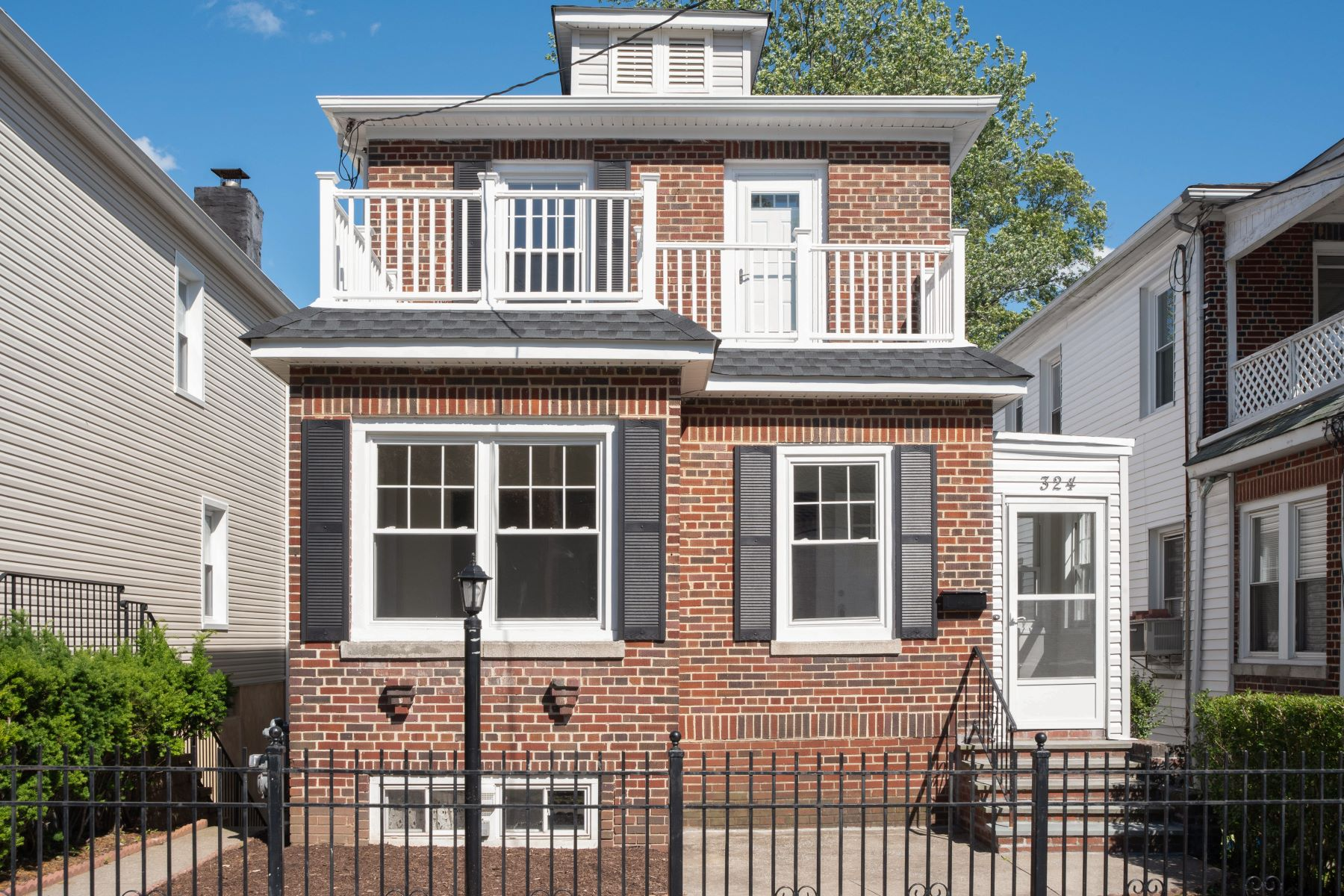 Single Family Homes for Active at 324 Sommerville Place 324 Sommerville Pl Yonkers, New York 10703 United States