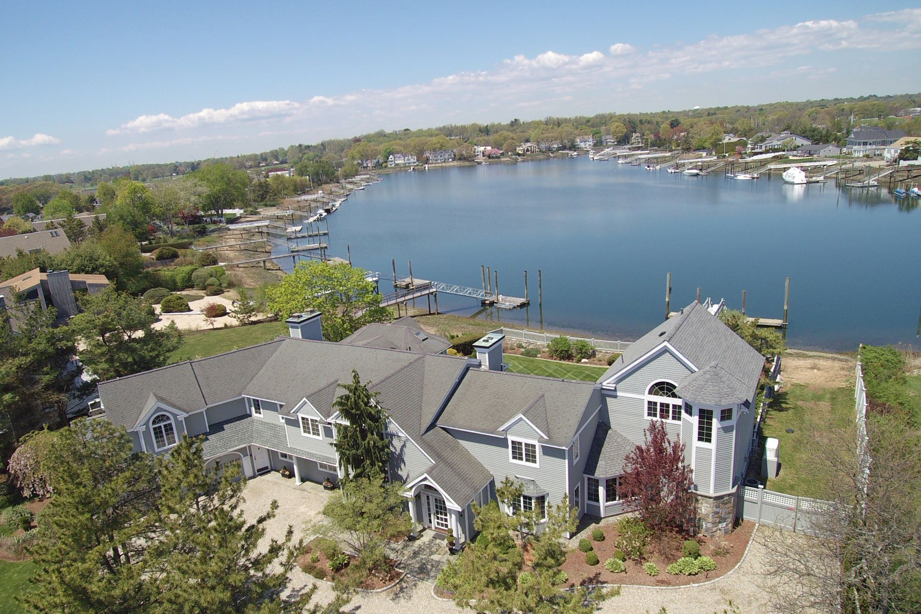 Casa Unifamiliar por un Venta en Yachtsman's Paradise! Renovated Saugatuck Shores Waterfront Colonial 2 Surf Road Westport, Connecticut 06880 Estados Unidos