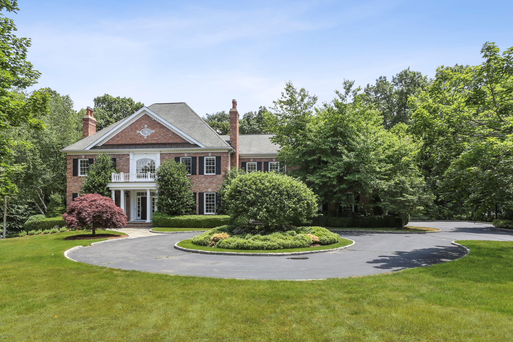 Single Family Homes للـ Sale في Impeccable, Classic Colonial in Weston 16 Hidden Spring Drive, Weston, Connecticut 06883 United States