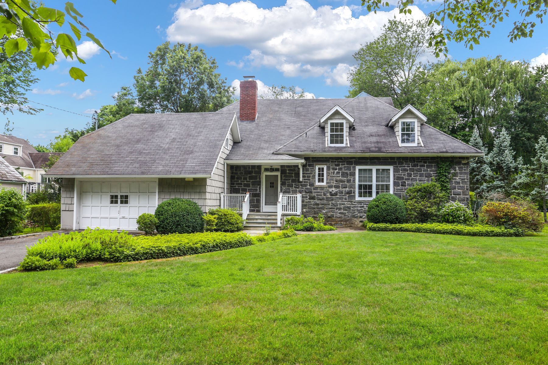 Single Family Homes for Active at 427 Rushmore Avenue 427 Rushmore Ave Mamaroneck, New York 10543 United States