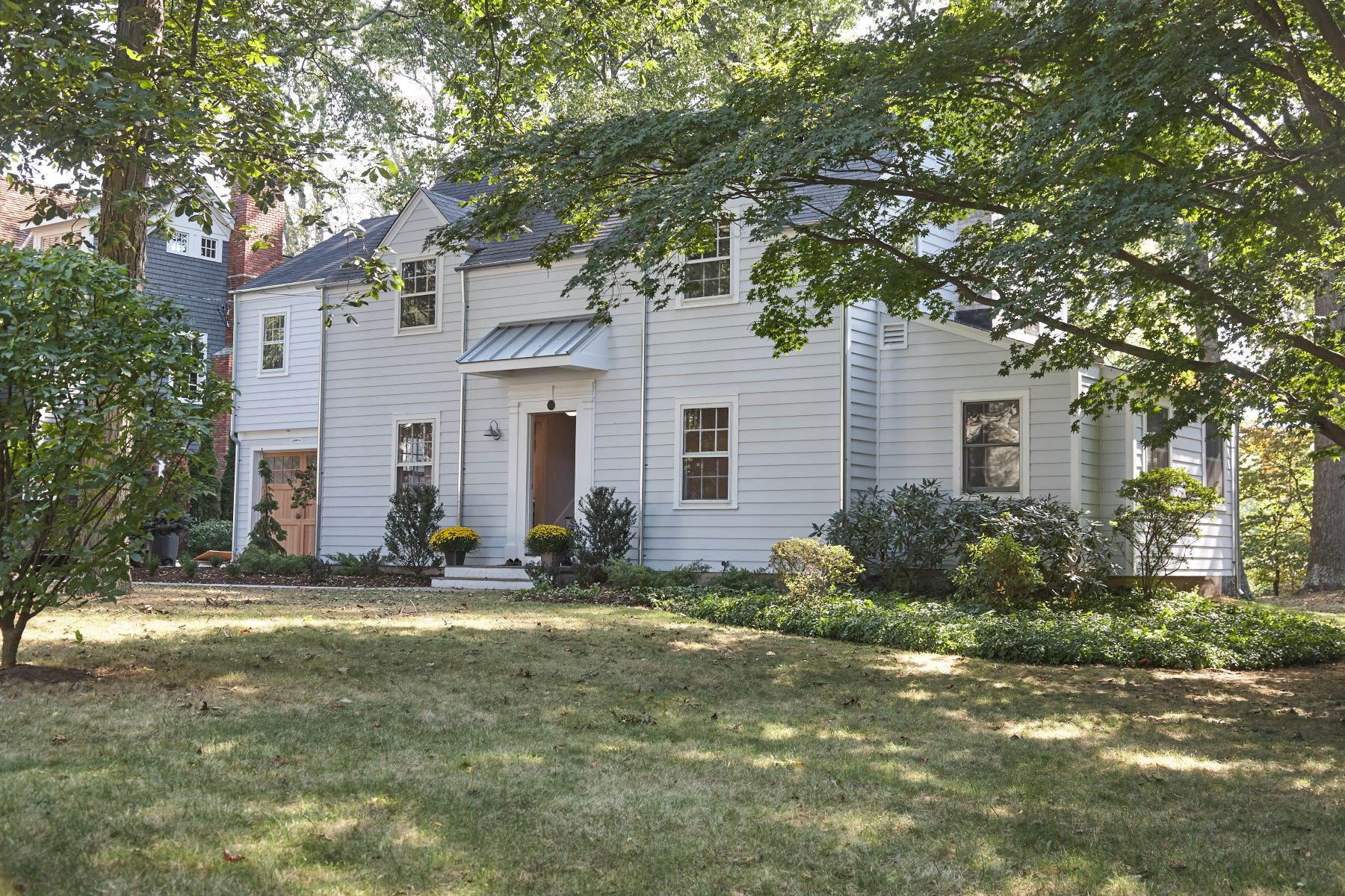Single Family Home for Sale at Turn-Key Home With Stylish Flair 103 Rock Major Road, Fairfield, Connecticut, 06824 United States