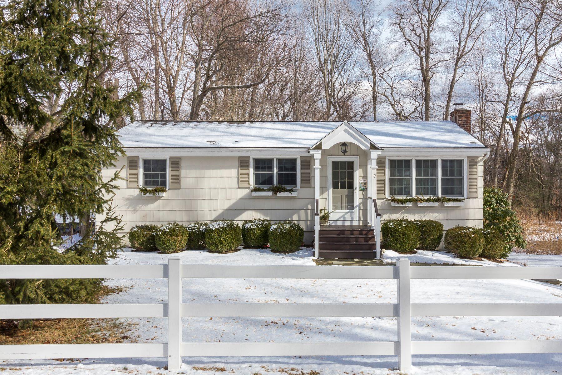 Maison unifamiliale pour l Vente à Sunny, Energy Efficient Ranch 19 Silver Spring Park Road Ridgefield, Connecticut, 06877 États-Unis